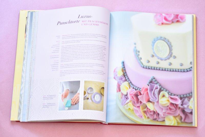 Punsch Torte mit Prachtdekor und Zucker Gemme