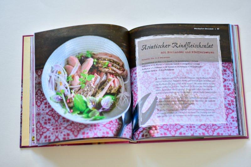 asiatischer Rinder Salat, bunter Pfeffer, Thai Basilikum