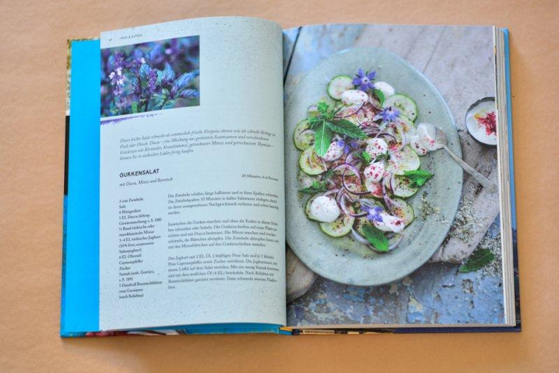 Gurkensalat mit Ducca, Minze und Borretsch